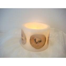 Weisse Kerze mit Papayascheiben