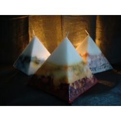 Pyramidenkerze aus Wachs in verschd.farbigen Schattierungen