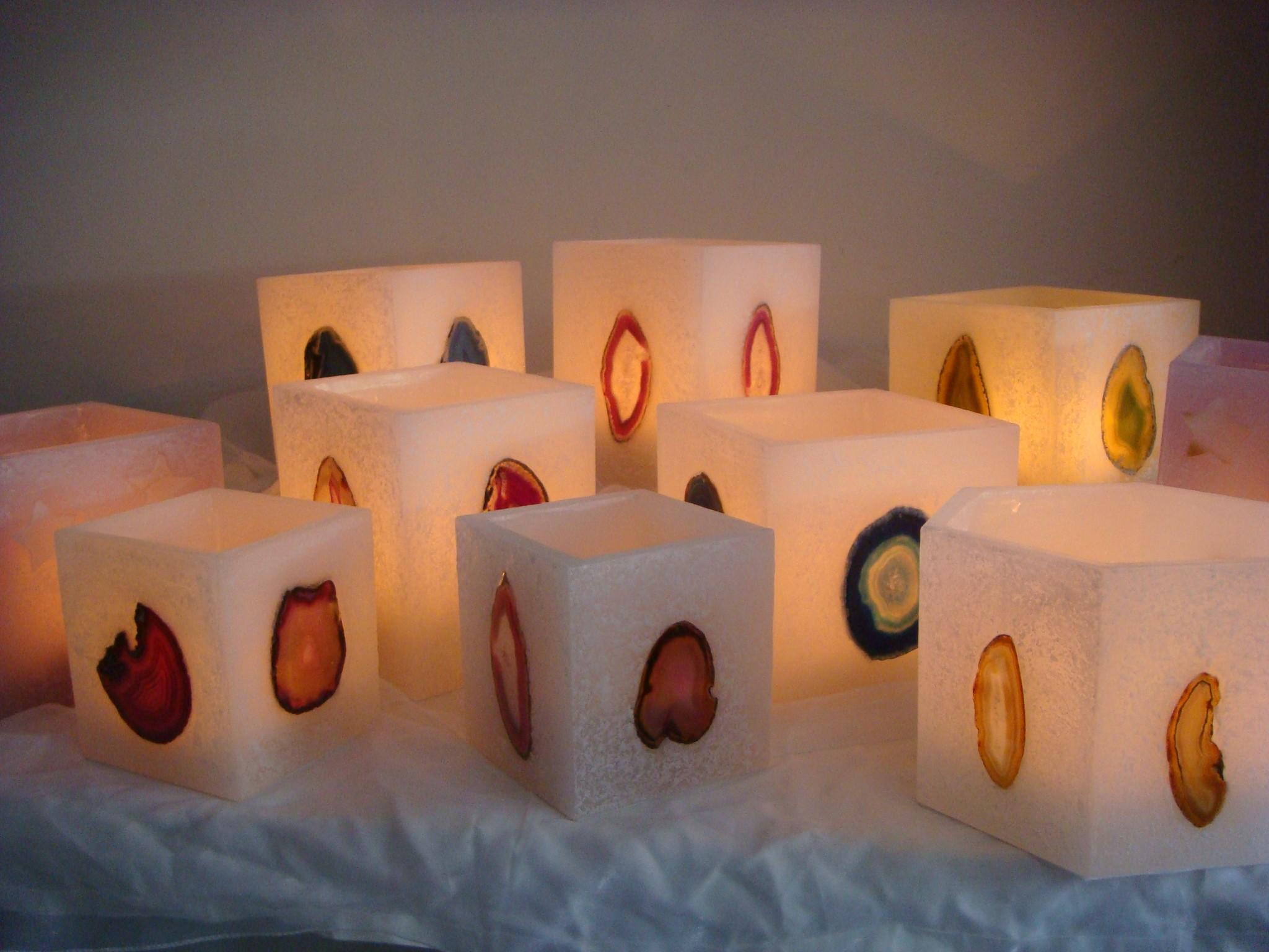 Beispiel eckige Kerzen mit Steinen